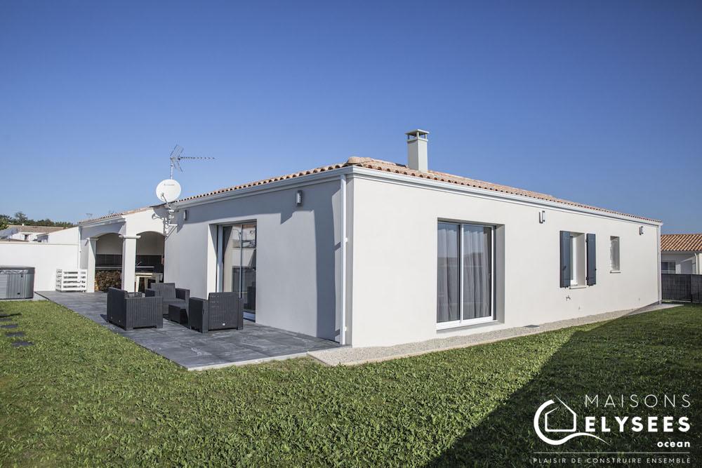 Maison avec plan en L de plain pied construite en Charente Maritime (17)
