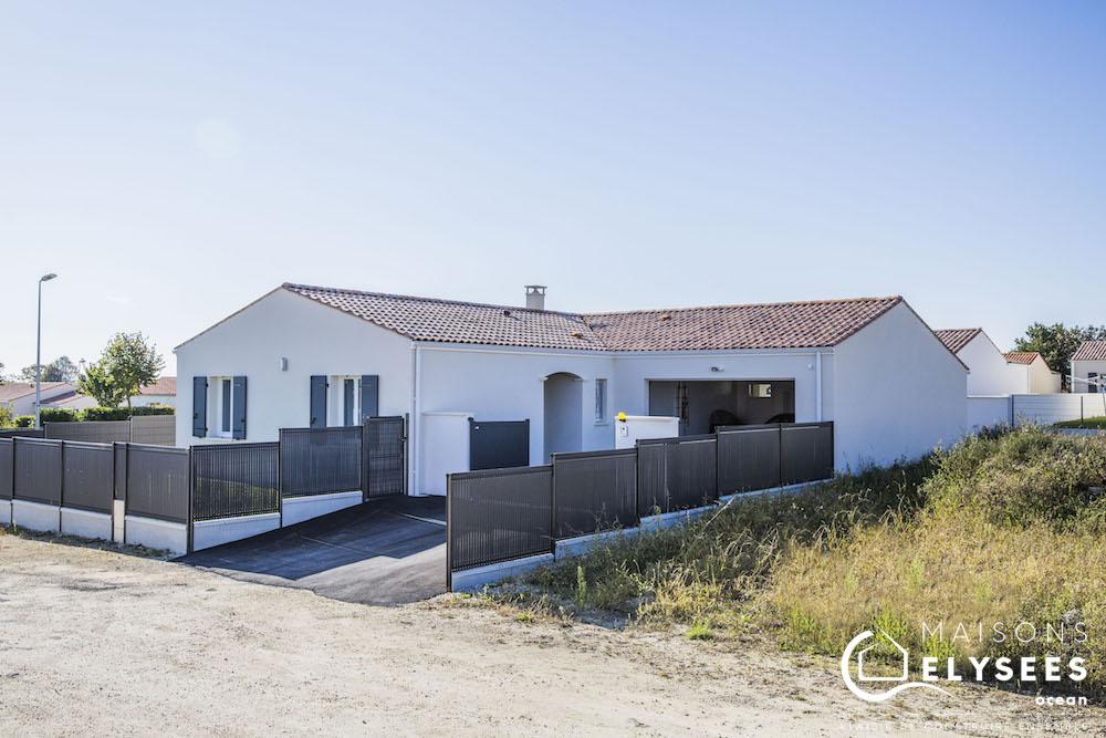Très belle maison traditionnelle en L de plain pied construite en Charente Maritime (17)