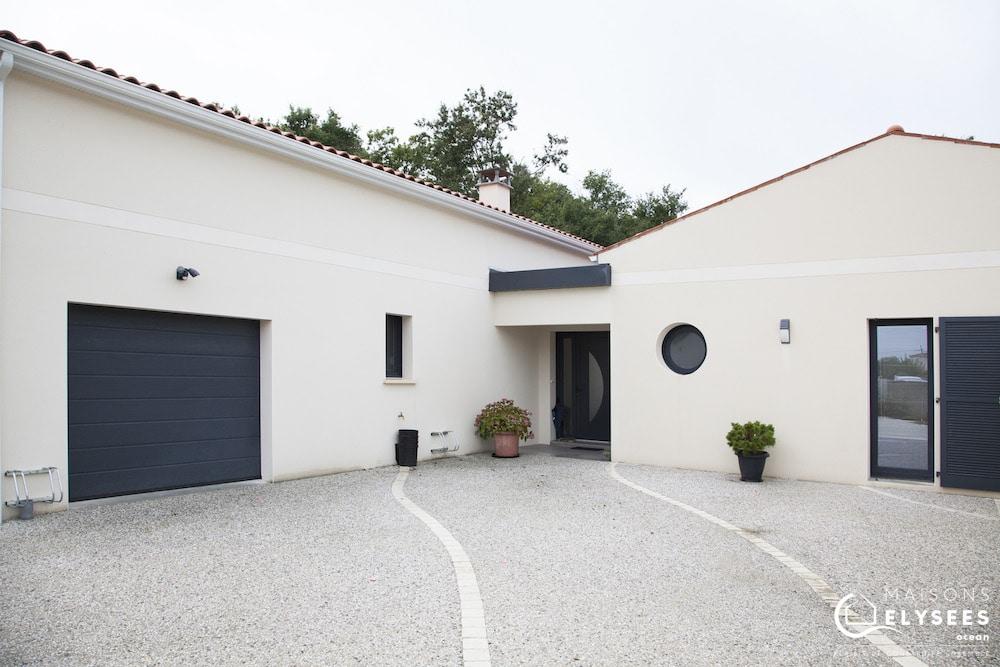 Maison très moderne qui mixe traditionnel et contemporain en Charente Maritime (17)