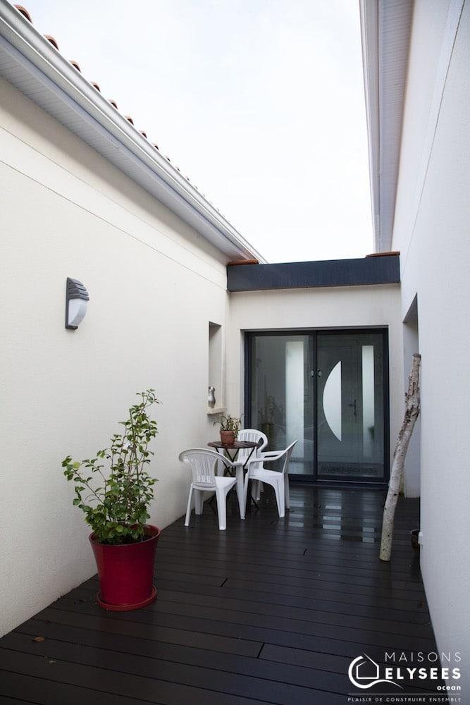 Maison avec toiture terrasse et toiture traditionnelle 9