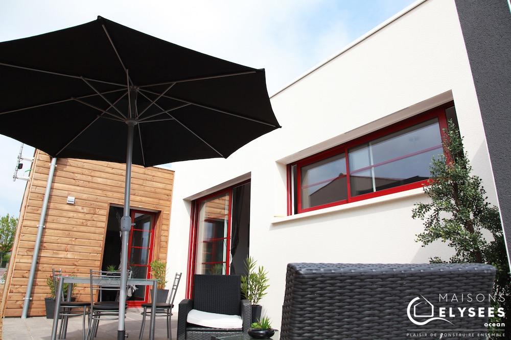Maison contemporaine bois et crépis pour cet investissement locatif pinel construite à Saujon (17)