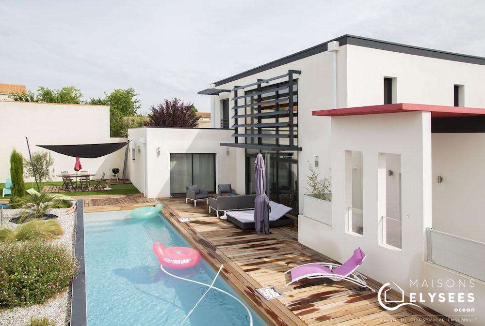 Maison contemporaine avec un beau mur rideau sur La Rochelle (17)
