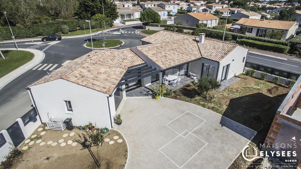 Maison en V traditionnelle vue aerienne drone1