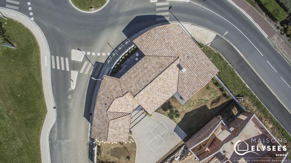 Maison en V traditionnelle vue aerienne drone2