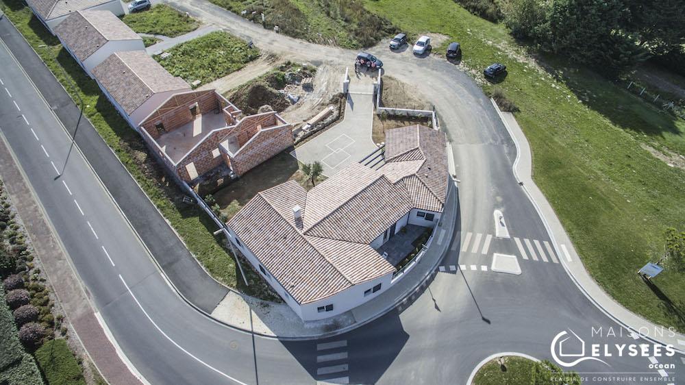 Maison en V traditionnelle vue aerienne drone5