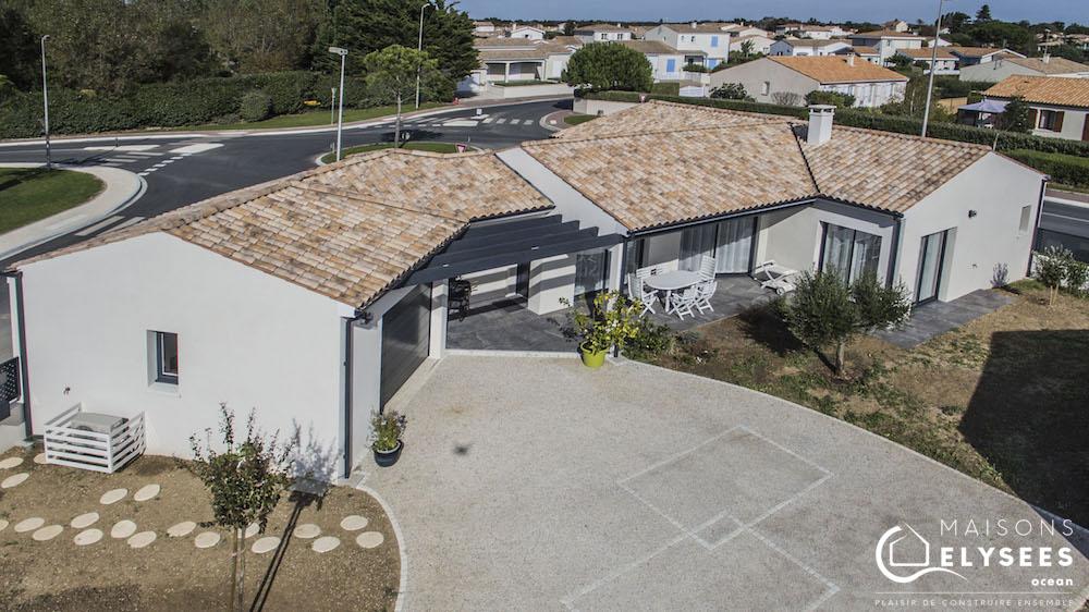 Maison en V traditionnelle vue aerienne drone6