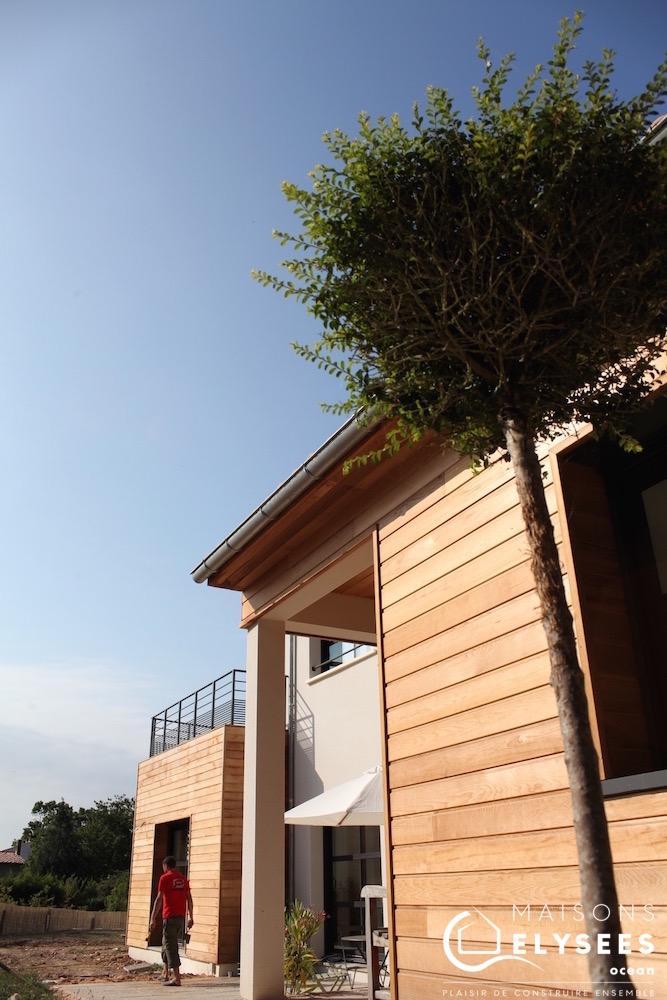 Maison bbc avec bardage bois saintes for Constructeur maison individuelle 17000