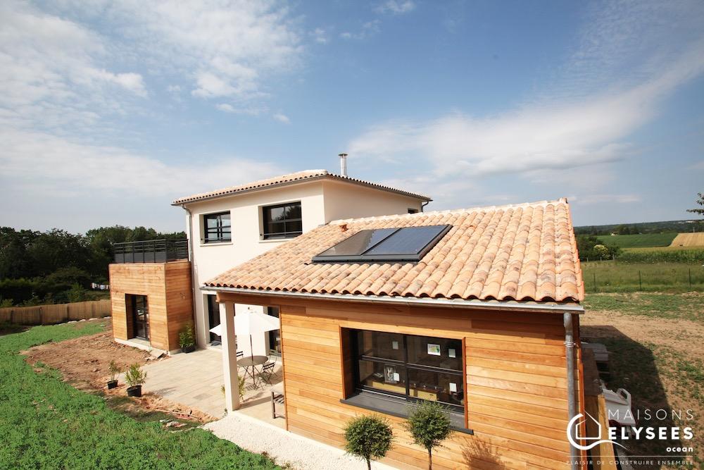 Maison contemporaine avec bardage bois certifiée BBC construite sur Saintes (17)