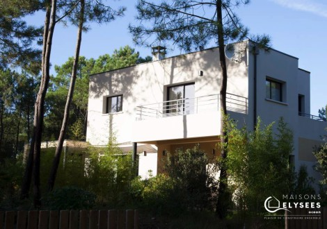 Maison contemporaine sur un golf