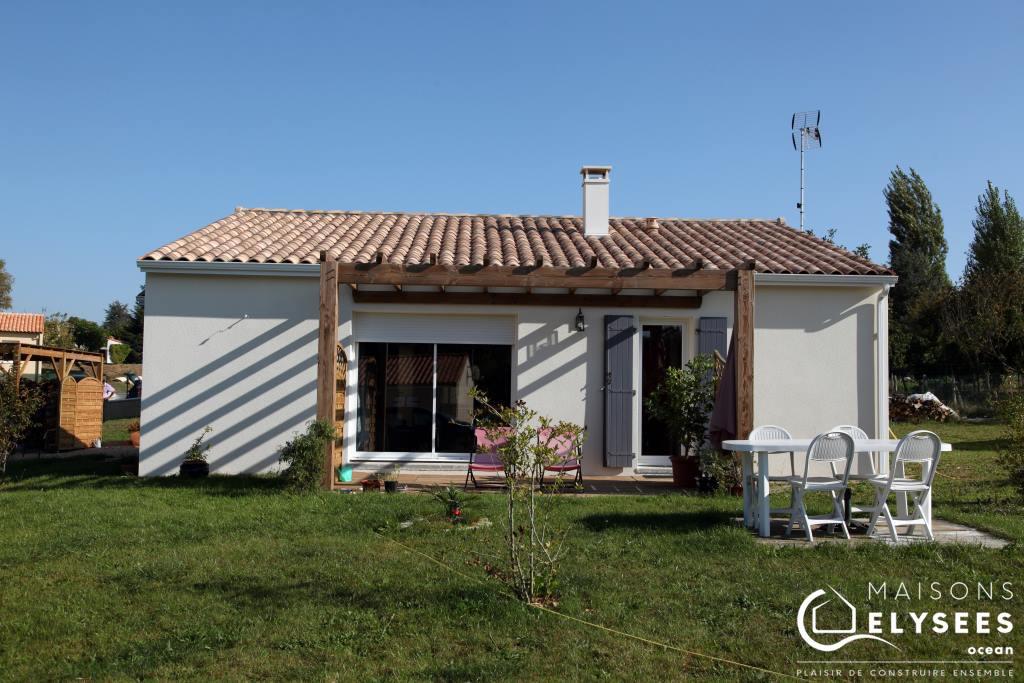 Petite maison traditionnelle toute de bois vétue pleine de charme en Charente maritime
