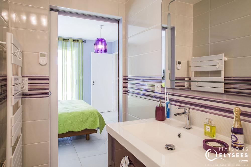maison traditionnelle balneaire en U salle de bains