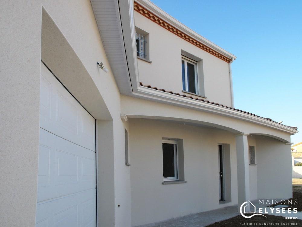 Détail garage: 1ère Maison BBC de style traditionnel construit à vaux sur mer en Charente Maritime
