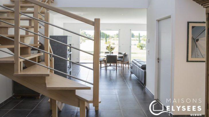 Séjour et escalier maison contemporaine Charente Maritime