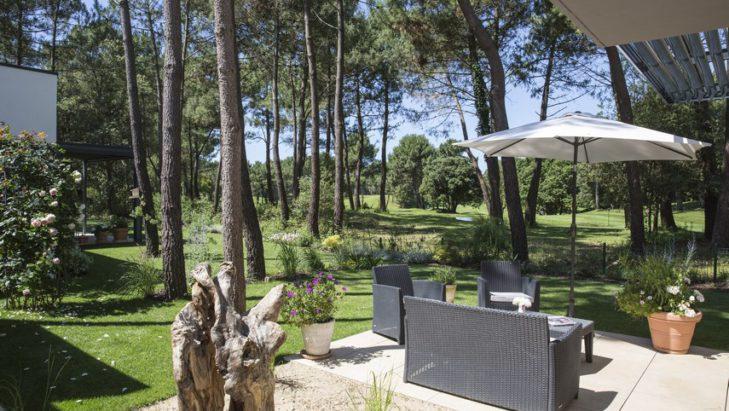 Maison contemporaine avec jardin paysagé sur un golf Les Mathes 17
