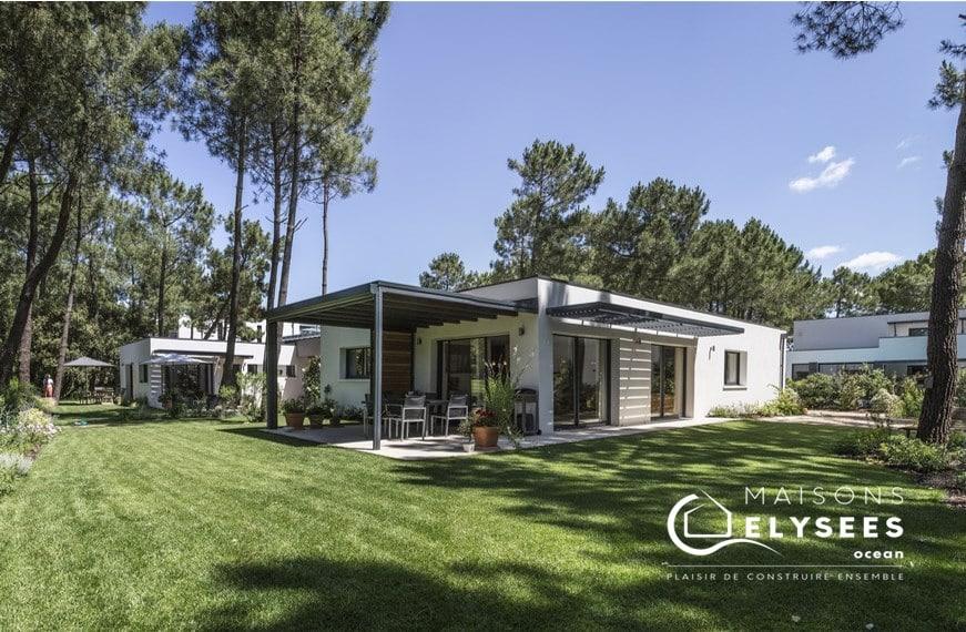 Maison contemporaine jardin paysagé sur un golf Charente Maritime