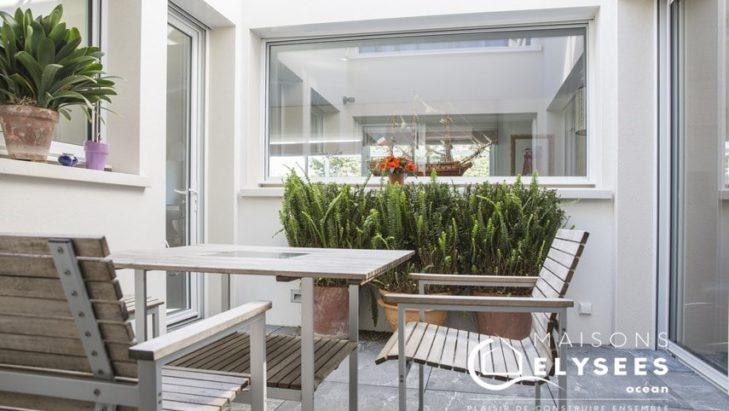 Patio maison contemporaine en Charente Maritime 17