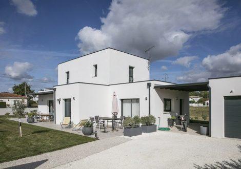 Villa contemporaine cubique à toit plat